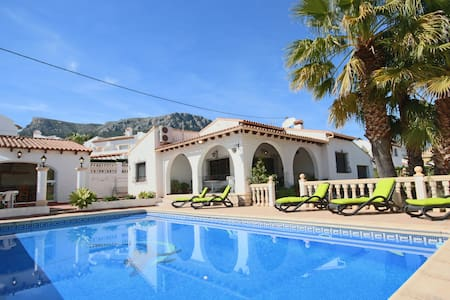 Tranquil 3-bed Calpe Villa w/Private Pool - Walk to the City Centre  Beach - คาลป์ - วิลล่า