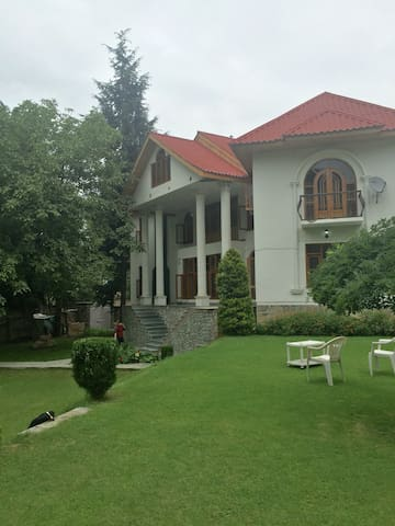 The Manor Charming VictorianMansion - Srinagar - Bungalow