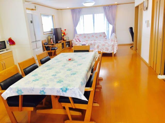 大阪溫馨民宿是大阪市許可的正規民宿,三層獨棟別墅。坐電車到天王寺5分,難波12分,道頓堀15分。