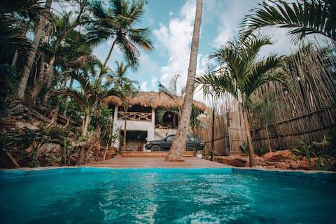 Casa Híbrida de 2 plantes amb aire condicionat i piscina!