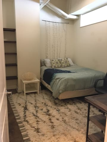 1 bedroom in charming downtown Richmond apartment - Richmond - Apartamento