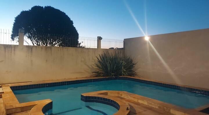 Casa central com piscina