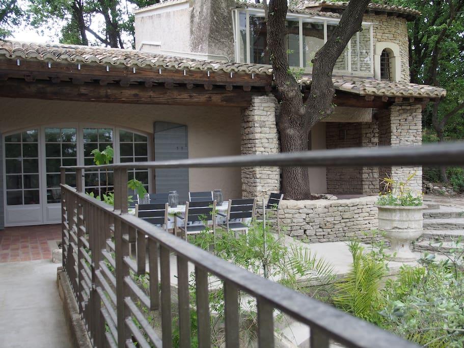 vue sur la terrasse exterieure