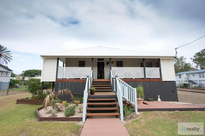 Beautiful renovated Queenslander on the Railtrail