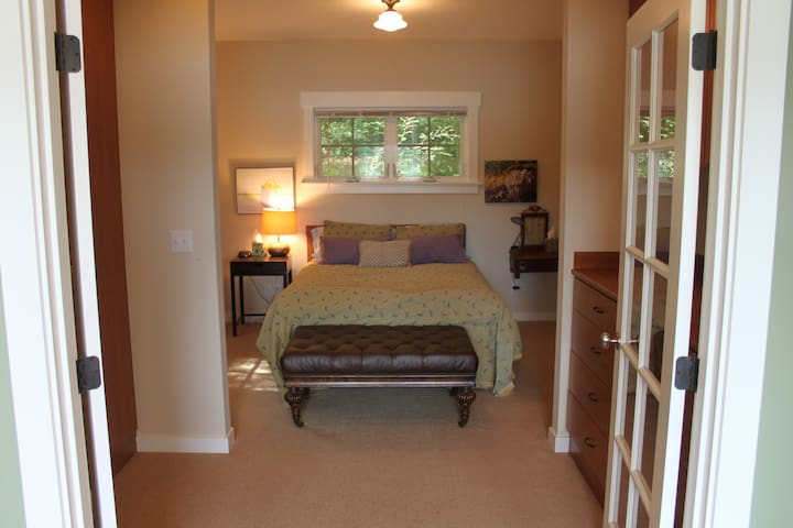 Main house queen size bed