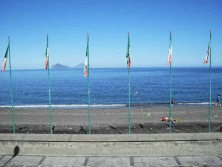 la spiaggia e le isole di Panarea,Stromboli