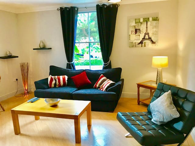 All Yours- Exceptional Serviced 3 bed Apartment