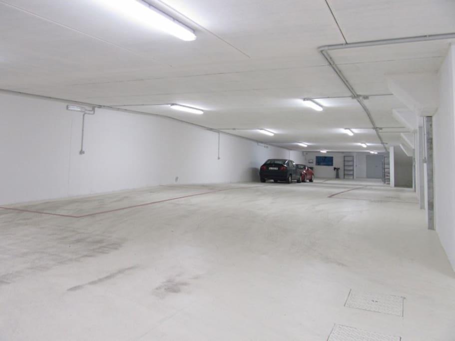 Ampio garage coperto (a pagamento)