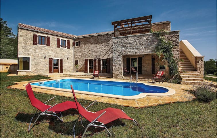 Holiday cottage with 4 bedrooms on 232 m²