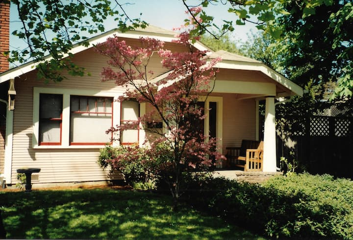 Charming Bungalow in Washburne's historic district