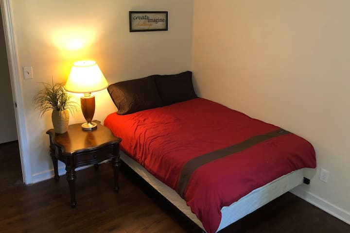 Private and Cozy Room in Northeast Jackson