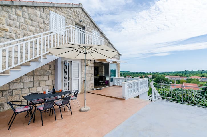 Dubrovnik Airport- 2 Bedroom Apt, Shared Terrace