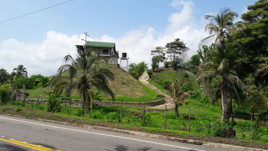 finca perdida los cocos