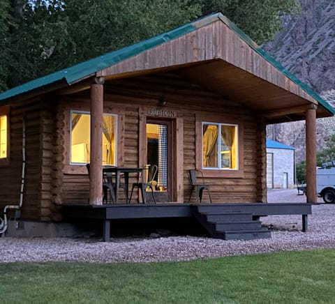Cozy Log Cabin at Hoovers River Resort