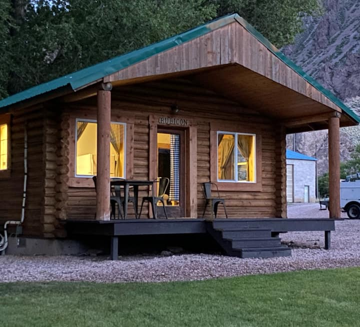 Cozy Log Cabin on Paiute Trail, Marysvale, UT