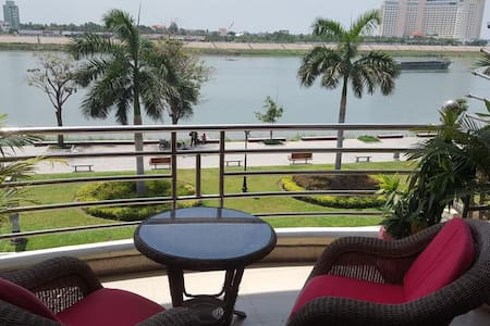 Riverview Apartments - Heart of Phnom Penh