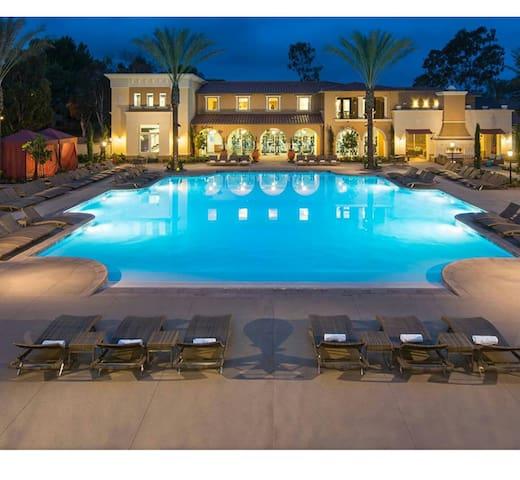 BEACH & DISNEYLAND- ALL AMENITIES! - Costa Mesa - Appartement