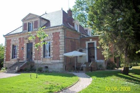 Chambre de charme dans une maison de maitre 80 € - Boulogne-la-Grasse - Ξενώνας