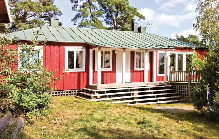 Holiday cottage with 5 bedrooms on 103m² in Ljungskile