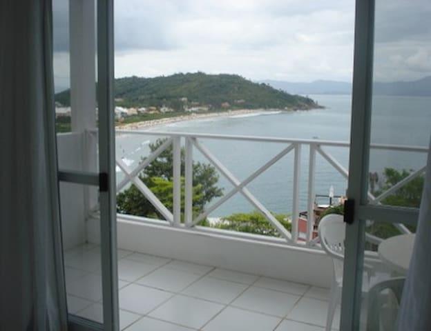Duplex 2 praia da Lagoinha p/ 4 pessoas vista mar