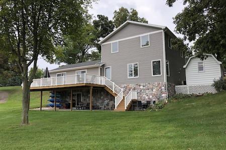Beautiful 5 bedroom Lake-home on Jimmerson Lake