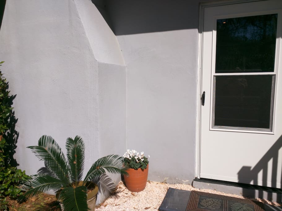 Separate rear entrance, lighted
