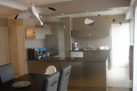 120 m2 proche toutes commodités, accès facile - Saint-Étienne - Appartamento