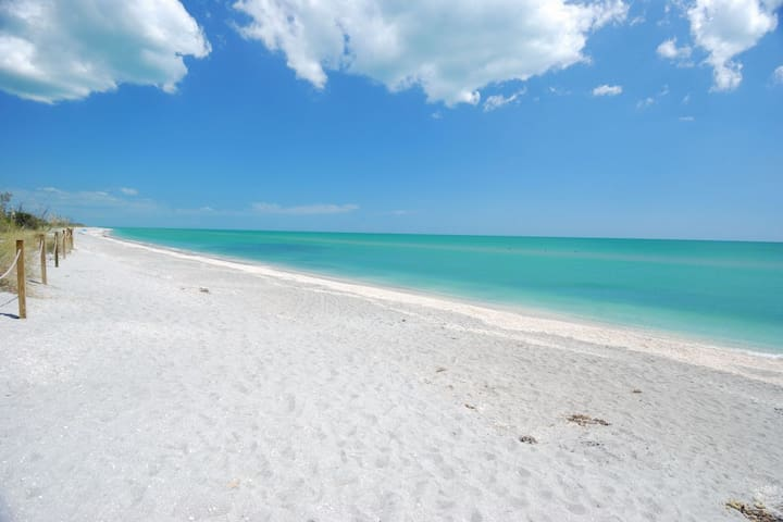 SPECIAL DEAL! 3BR BEACH HOME W/ TENNIS, POOLS!