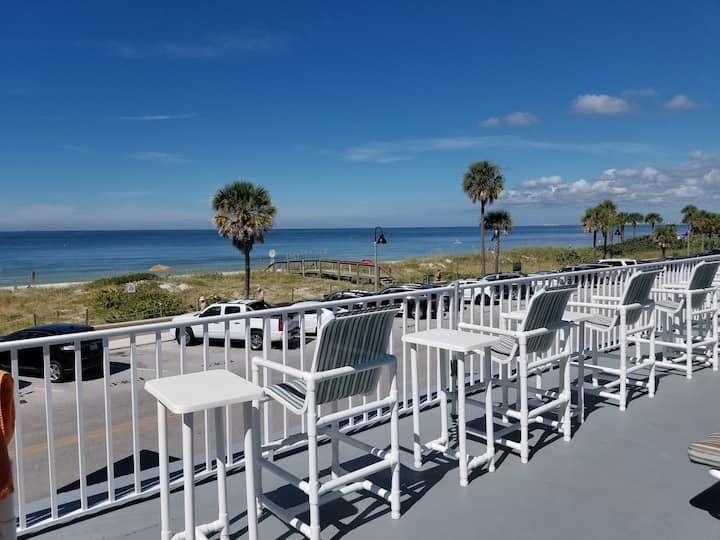 Prime location on Pass-A-Grille Beach!