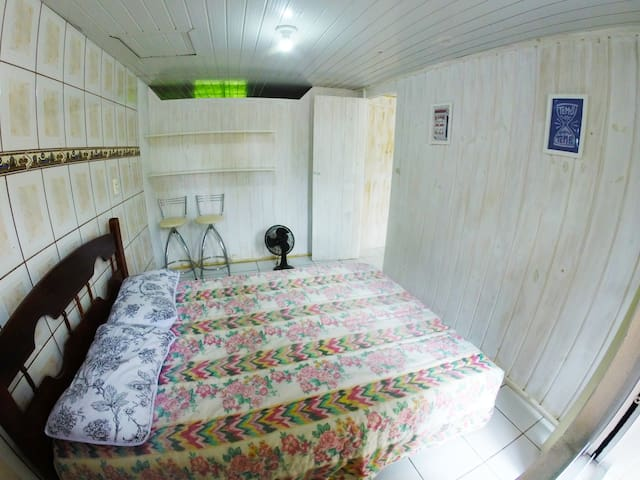 Private room and bathroom, 150m from the beach - Bombinhas - House