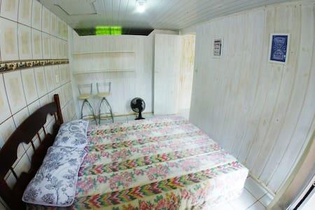 Quarto com banheiro pvd a 150m da praia de Zimbros - Bombinhas