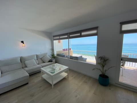 *BEACHFRONT* Panoramic Sea Views,  Large Terrace