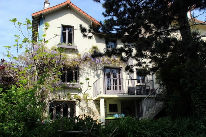 VERY PLEASANT HOUSE WITH A GARDEN - Marnes-la-Coquette - Dom