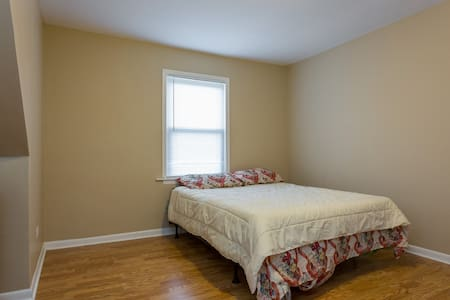 Cozy 3 bedroom with parking - Calumet Park - Daire
