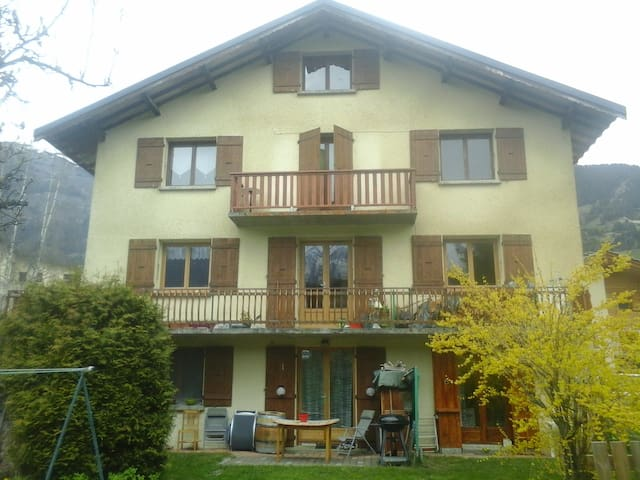Nice appartment at the top of a village house - Aussois - Apartment