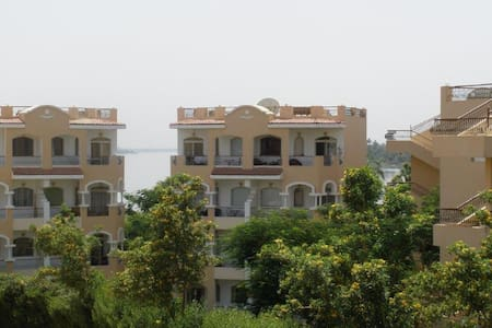 Luxor studio by the banks of the Nile