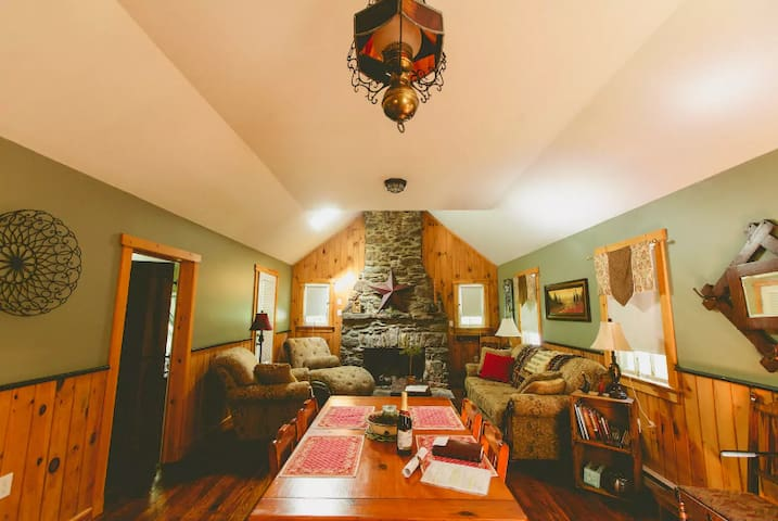 Beautiful Rustic Restored Cabin - Holtwood - Srub