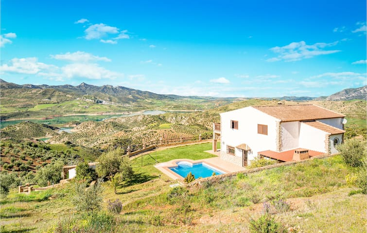 Holiday cottage with 4 bedrooms on 227m² in El Gastor