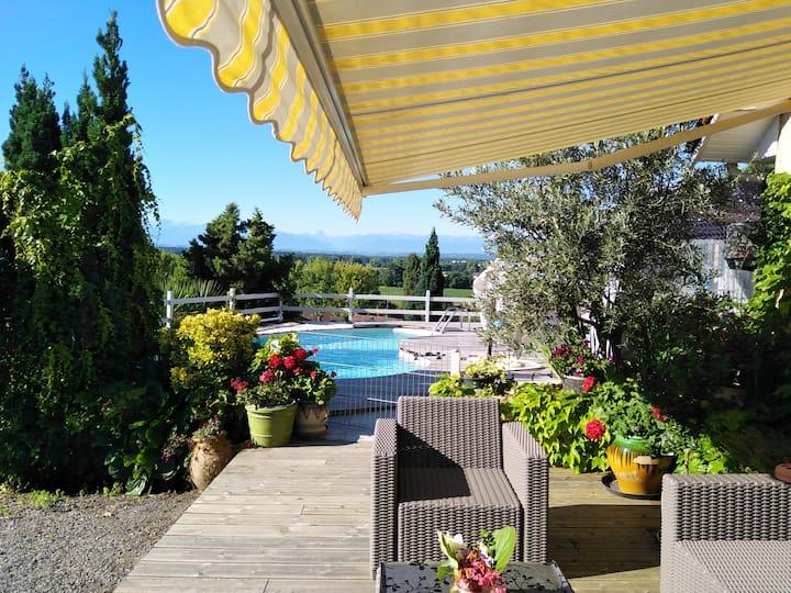 logement en petit déjeuner vue sur les Pyrénées