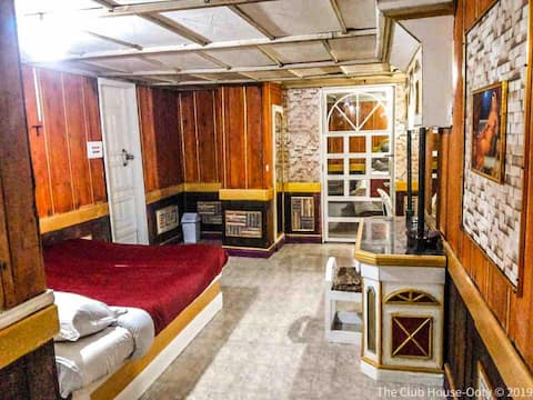 S2 HERITAGE LUXURY SUITE at the vintage ClubHouse
