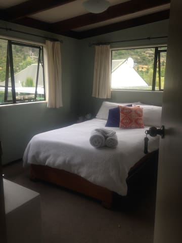 Sunny room in Frankton close to airport - Queenstown