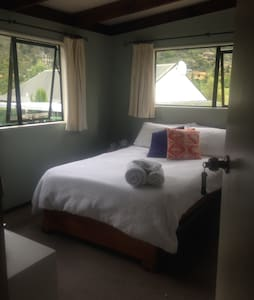 Sunny room in Frankton close to airport - Queenstown - Rumah