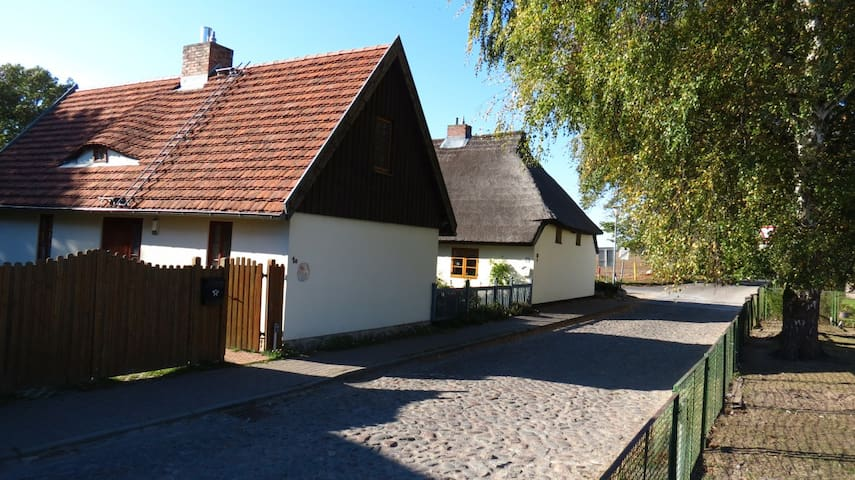 Idyllisches Ferienhaus im maritimen Dorfkern - Krummin - Hus