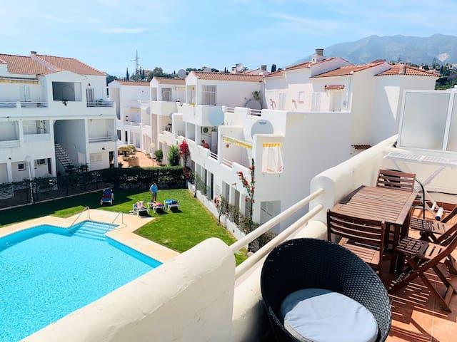 Modern apartment & pool next to Fuengirola Beach