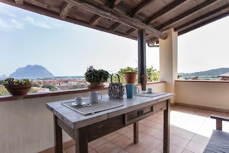 Splendida vista su Tavolara - Porto San Paolo - บ้าน