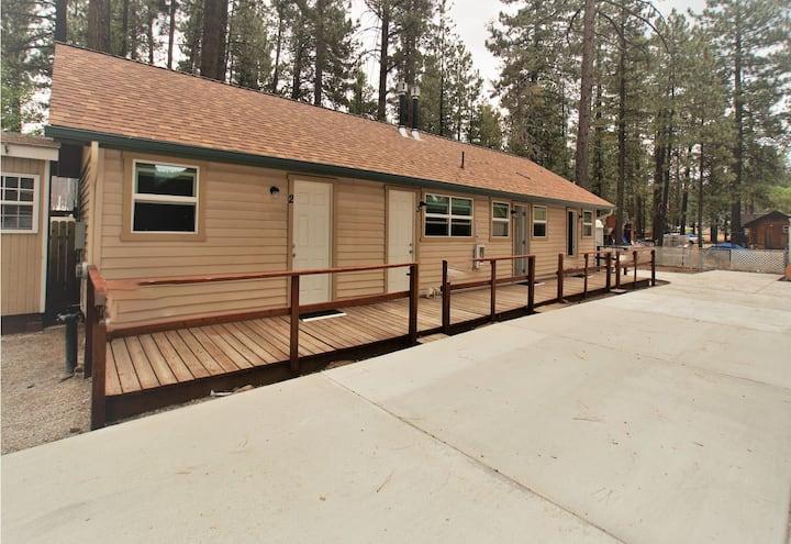 Big Bear 4 Seasons Three - FREE Ski/Board Rental! -1BR/1BA/HBO/WiFi/Walk to Lake