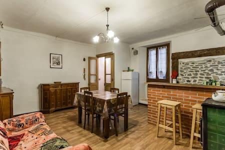 Caratteristica casa in paese alpino - Chiomonte - Hus