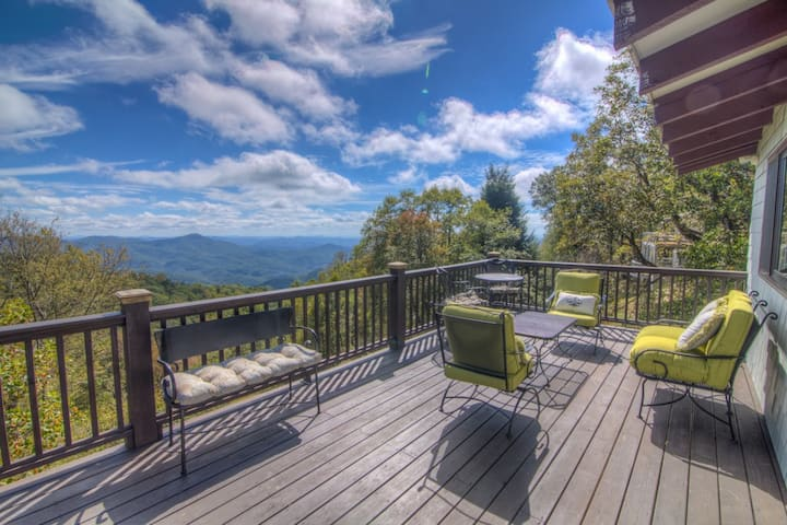 Charming Cottage, Big Views, Stone Fireplace, Recently Renovated, Dog Friendly