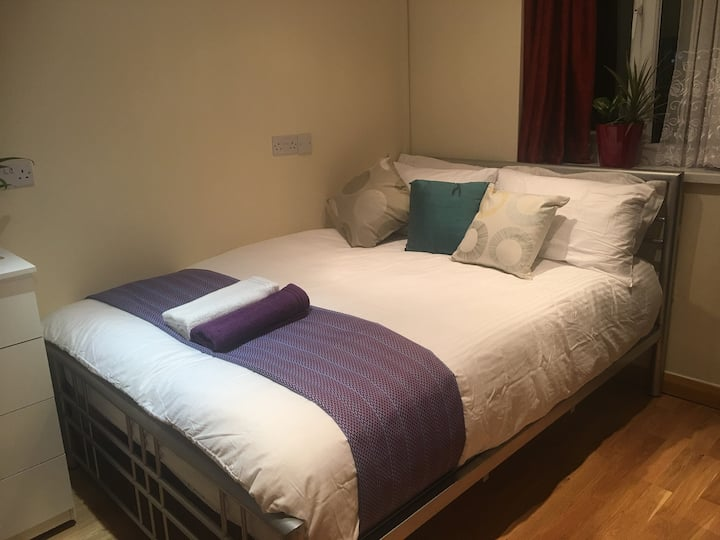 (F5) Private Double Room (Plumstead/Abbey Wood)
