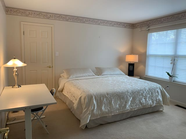 Beautiful private room in mount laurel!!!